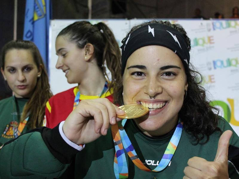 Teresa Bernades amb la medalla del títol mundial Foto:IQUIQUE.CL