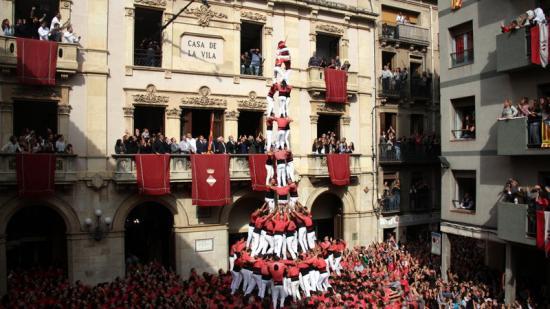 3 de 10 amb folre i manilles carregat per la Colla Vella dels Xiquets de Valls a la diada de Santa Úrsula de 2015. Foto:ACN