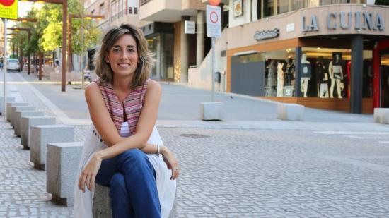 Ivet Castaño, fotografiada al carrer Alfons XII de Manresa, davant la seu del partit Foto:C.O