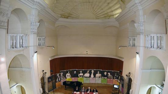 A l'esquerra, inauguració de la festa a l'Auditori. Foto:SANTI IGLESIAS