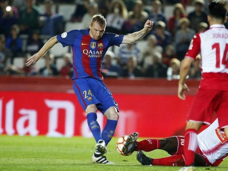 El defensa francès,  abans de ser substituït en el duel de la supercopa de Catalunya de dimarts. Foto:FCB