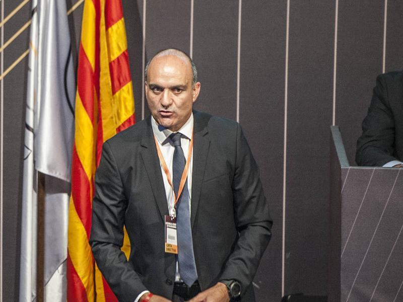 Andreu Subies , durant l'exposició que va fer ahir en l'assemblea extraordinària Foto:J. LOSADA