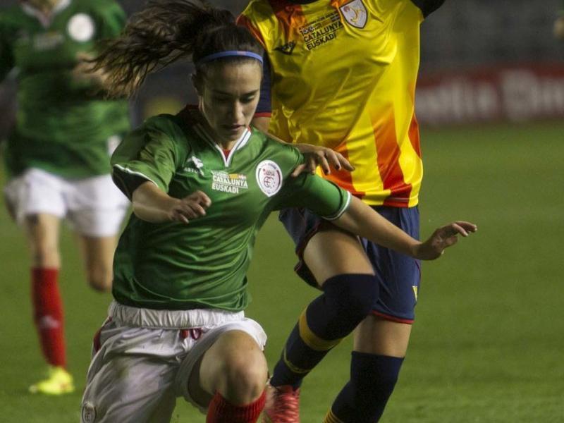 Débora lluita per una pilota en el duel de l'any passat Foto:J.C.L