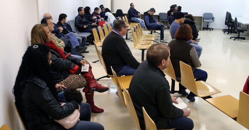 L 39 atur es redueix en un 10 4 a les comarques gironines for Oficina seguretat social