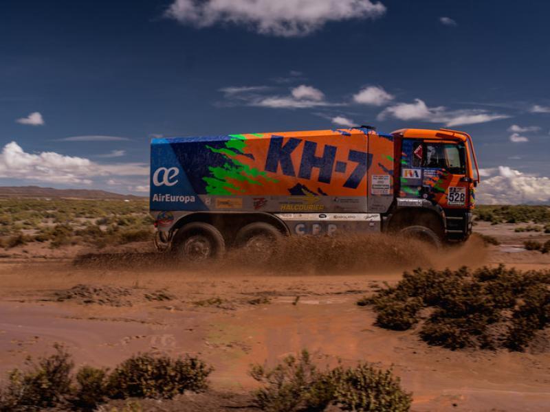 Jordi Juvanteny s'obre pas en el fangar del Dakar Foto:PHOTOSDAKAR.COM