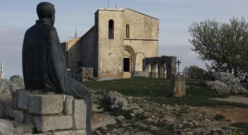 La presència de Jacint Verdaguer és recordada al santuari del Mont a través d'una escultura i evocada a través de la seva literatura.