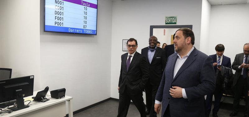 04 02 17 obre la primera de les 15 seus de tributs de la for Oficinas de agencia tributaria en barcelona