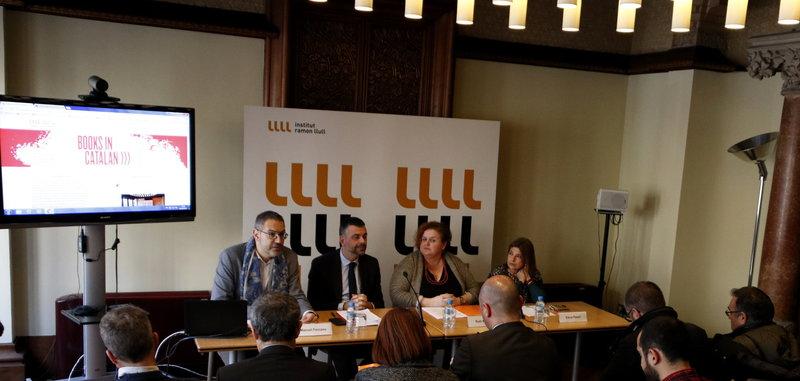 Imatge de Manuel Forcano, Santi Vila, Ruth Mateu i Elena Pasoli, ahir a la seu de l'Institut Ramon Llull.