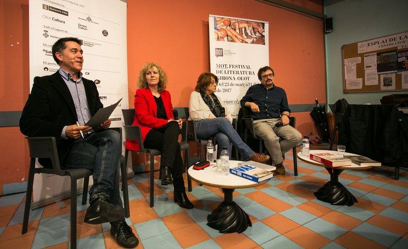 Imatge de Martí Gironell, M. Carme Roca, Patrícia Gabancho i Sánchez Piñol, de dissabte passat.