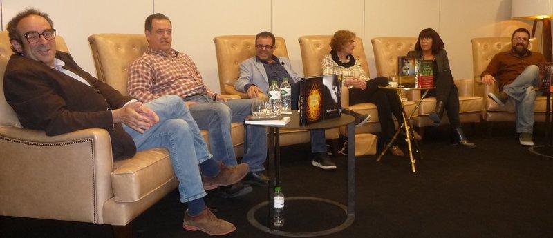 Imatge del debat, amb Garcia-Arbós, Josep M. Iglésias, Xevi Delòs, M. Carme Ferrer, Dolors Cabrera i Jordi Gispert.