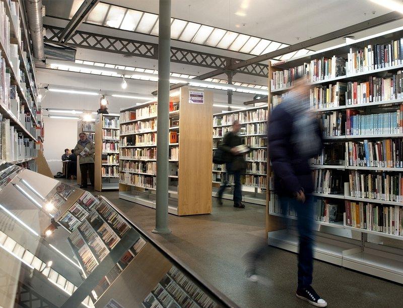 Imatge d'una biblioteca.