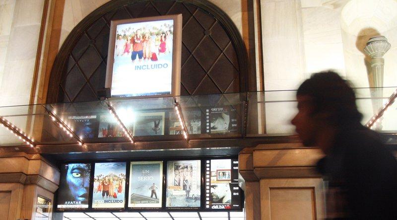 Yelmo cines salva l ltim cine del passeig de gr cia for Yelmo cines barcelona