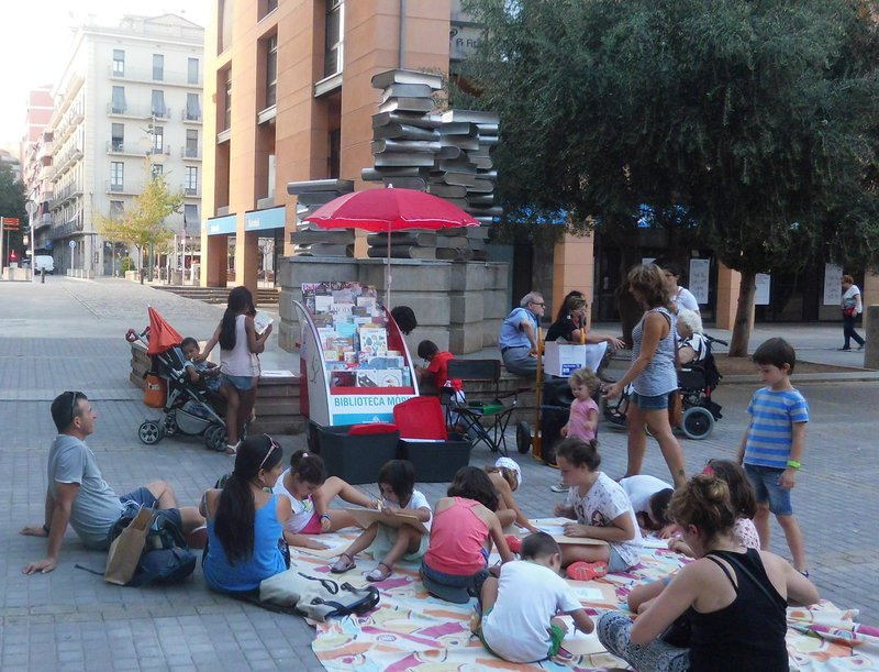 Imatge de la biblioplaça, a la plaça Josep Pla.
