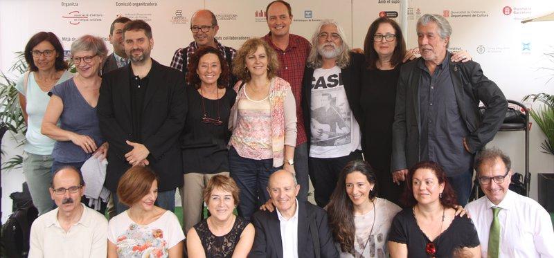 Imatge d'alguns dels escriptors que van presentar ahir l'Associació.